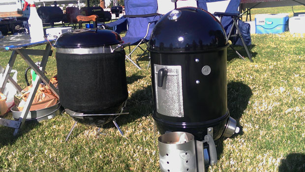 Steve Aguilar of Vicious Smoke BBQ put his brand new WSM-14 beside my Mini (brother and sister?)